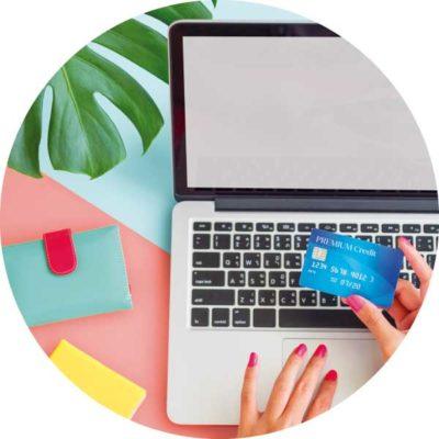portátil con tarjeta de crédito para pago